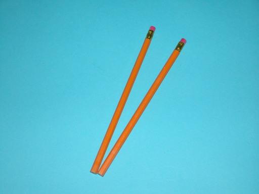 Ceruzka drevená s gumou