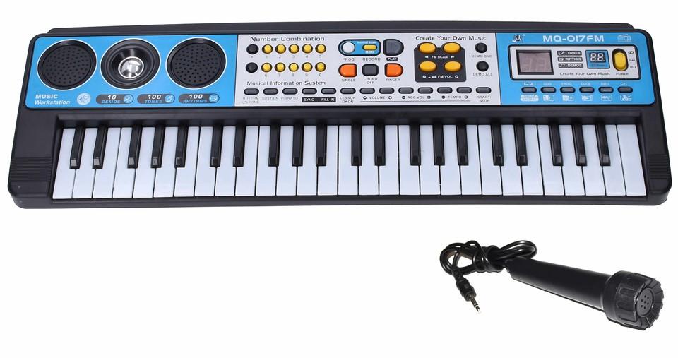 Elektronické piano a mikrofón s efektami